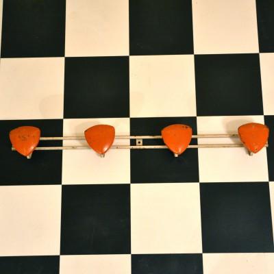 Porte-manteaux orange