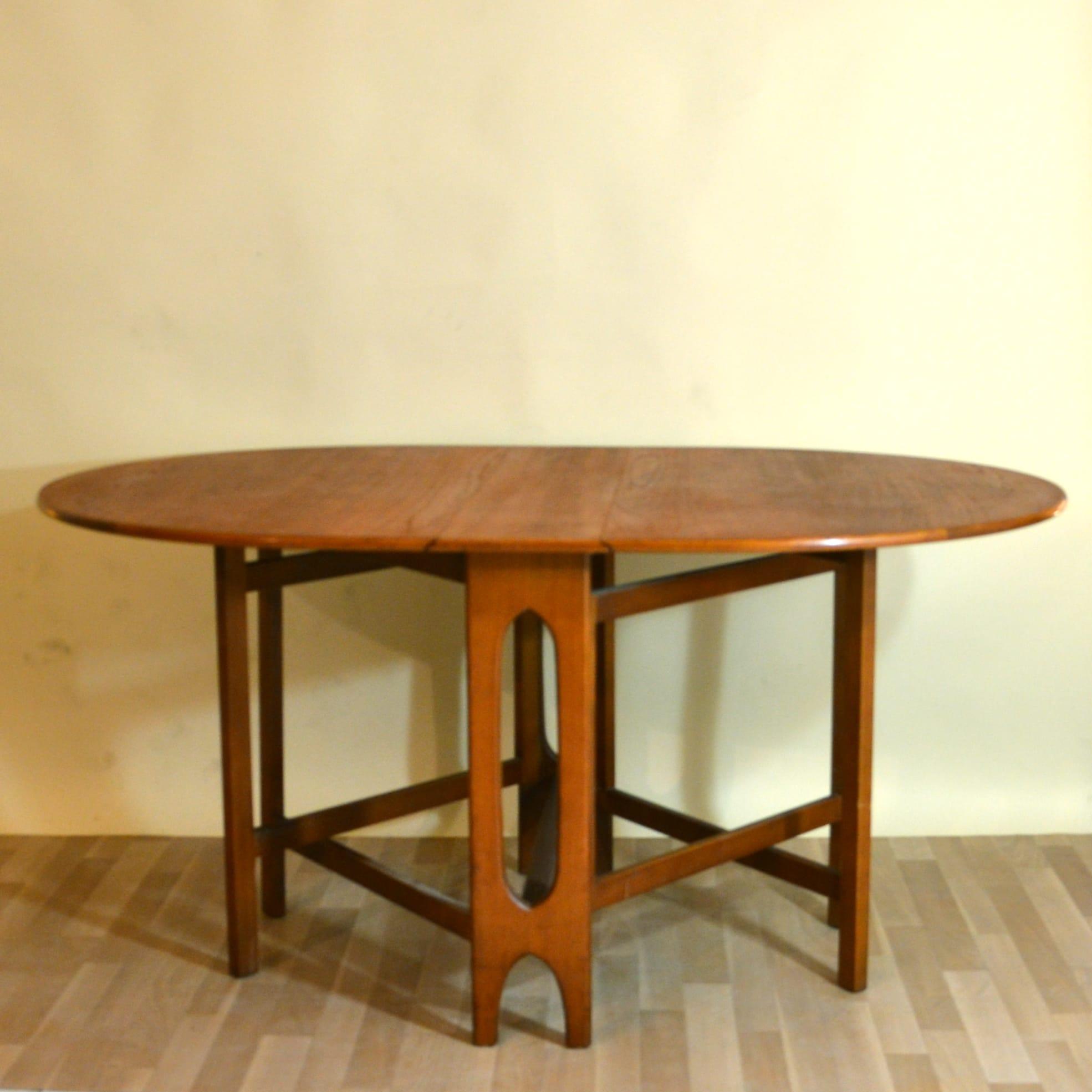 table a manger escamotable. Black Bedroom Furniture Sets. Home Design Ideas