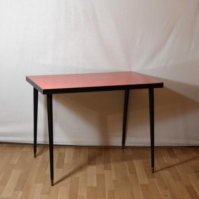 Table en formica rouge
