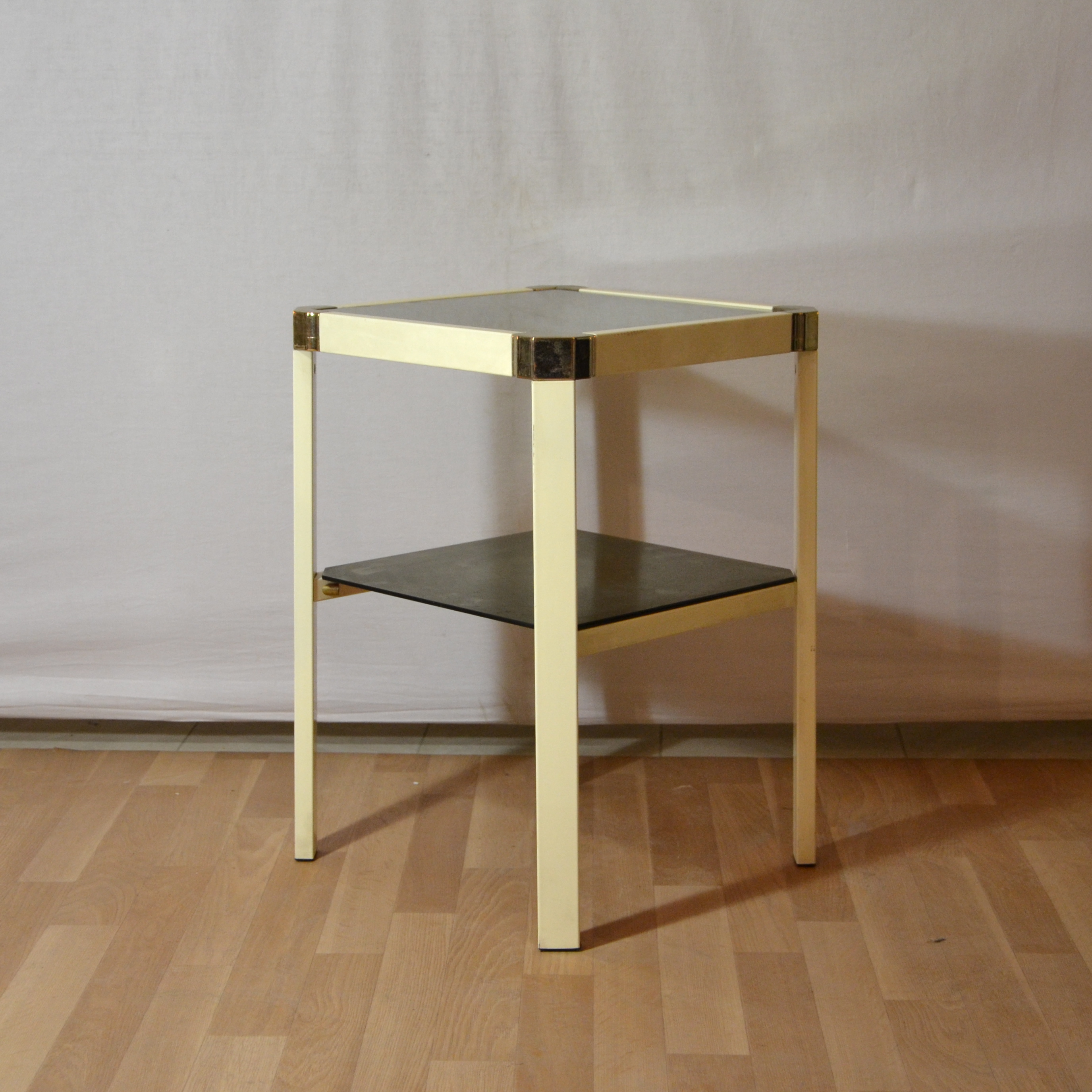 Petites tables d appoint conceptions de maison for Petites tables d appoint