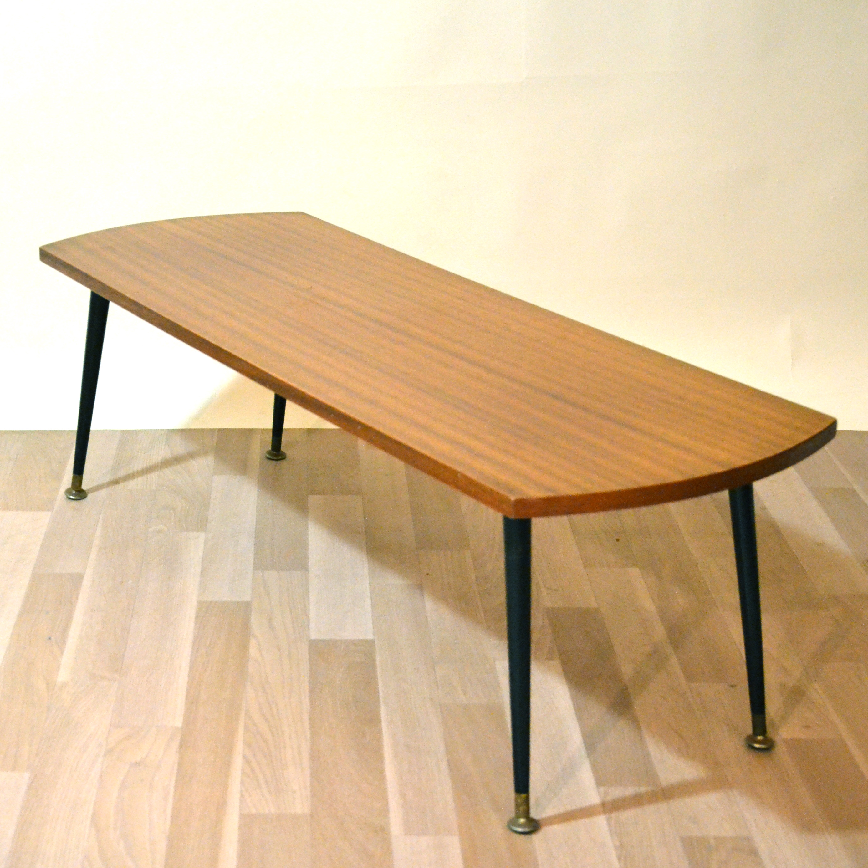 Table basse scandinave fine bindies for Pied table basse scandinave