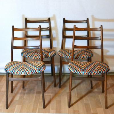 Série de 4 chaises scandinaves colorées