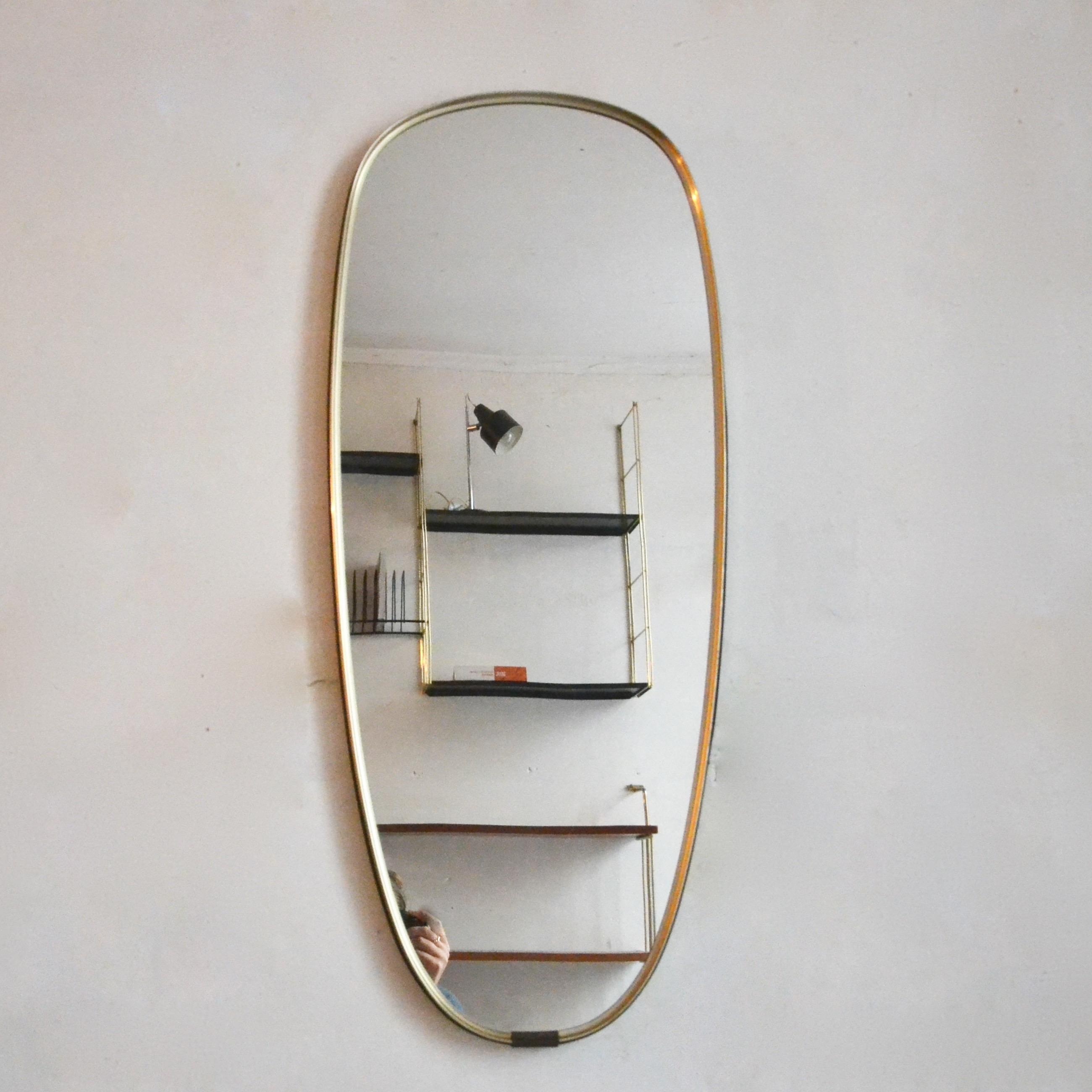 Miroir ann es 60 cercl en laiton noir et dor bindies for Miroir laiton