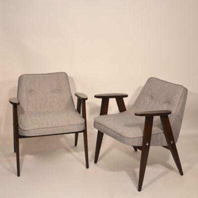 Paire de fauteuils Chierowski retapissés