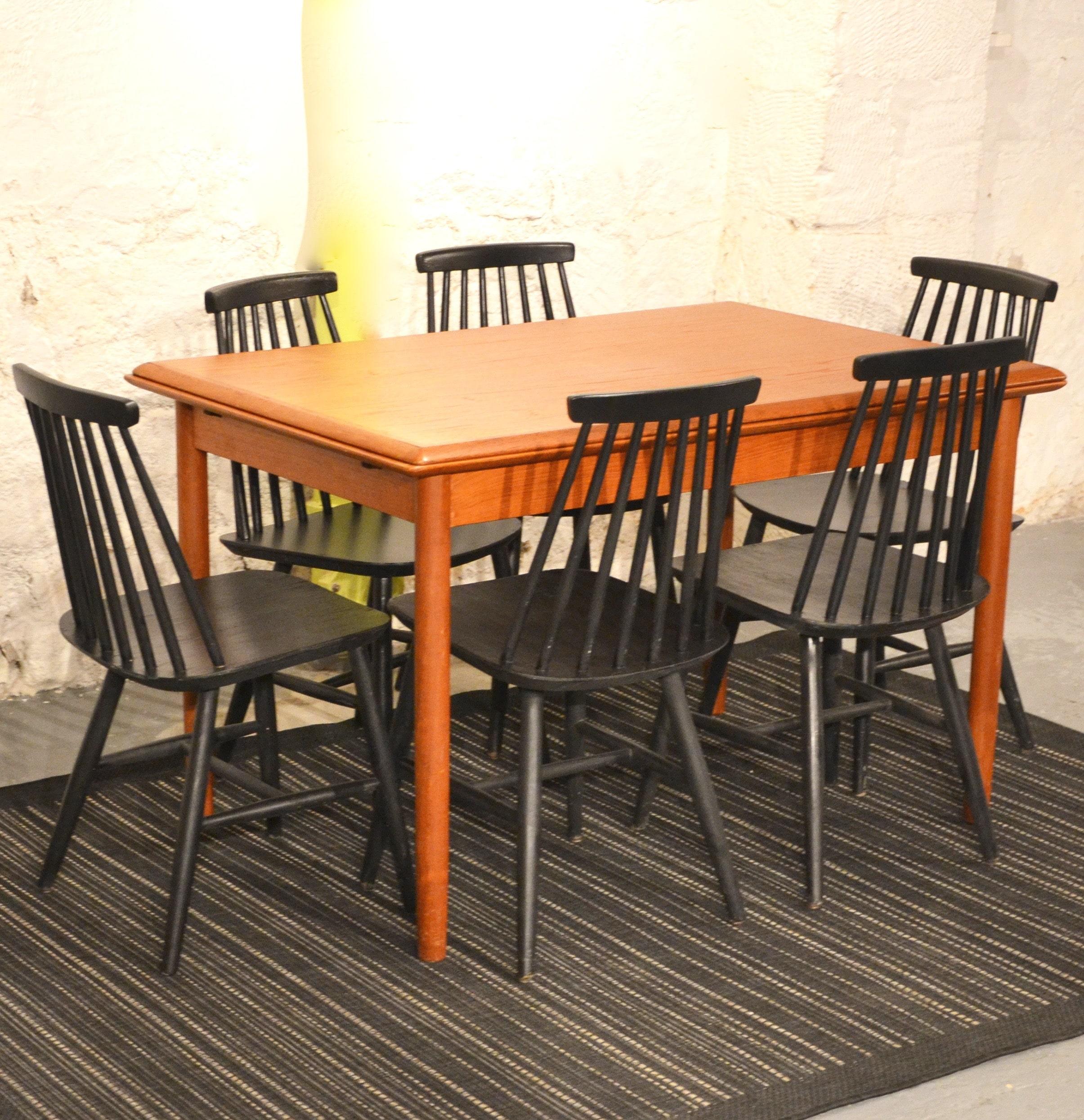 S rie de 6 chaises scandinaves noires bindiesbindies for Chaises scandinaves noires