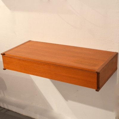 Etagères tiroirs muraux en teck