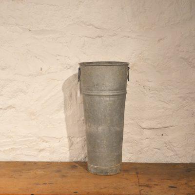 Vase de fleuriste en zinc