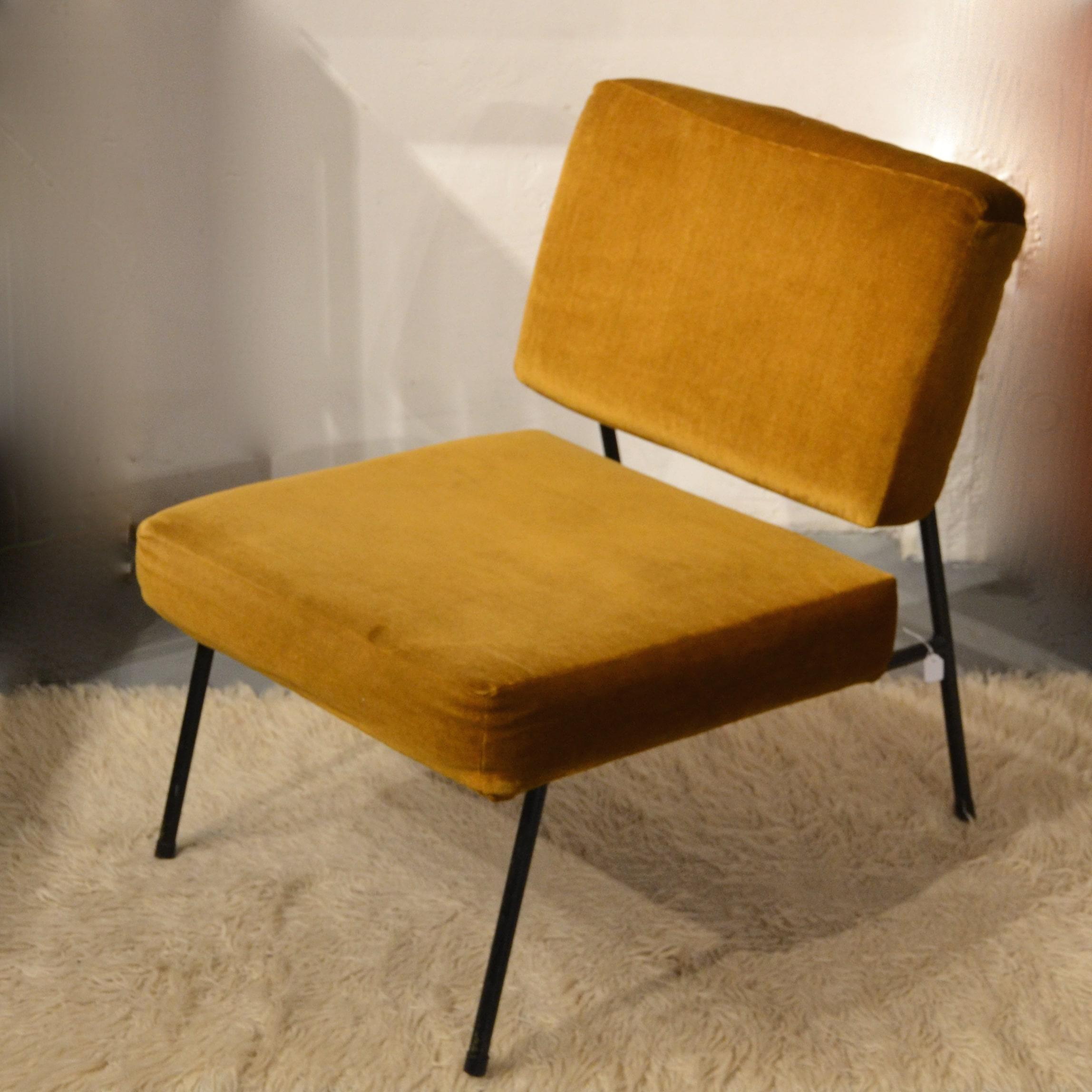 chauffeuse pierre guariche pour airborne bindiesbindies. Black Bedroom Furniture Sets. Home Design Ideas