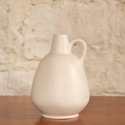 Petit vase en porcelaine blanche