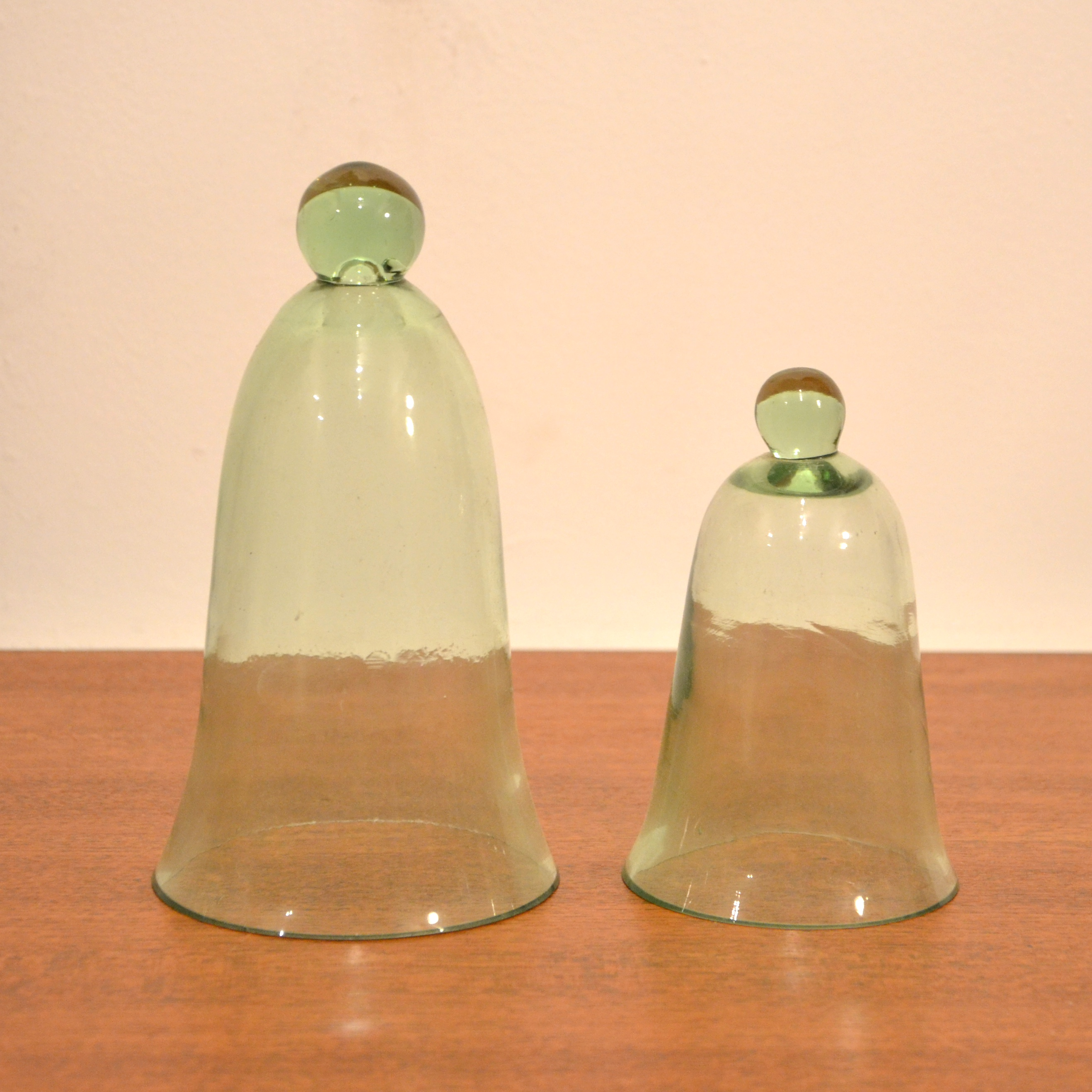 duo de cloches en verre vert bindiesbindies. Black Bedroom Furniture Sets. Home Design Ideas