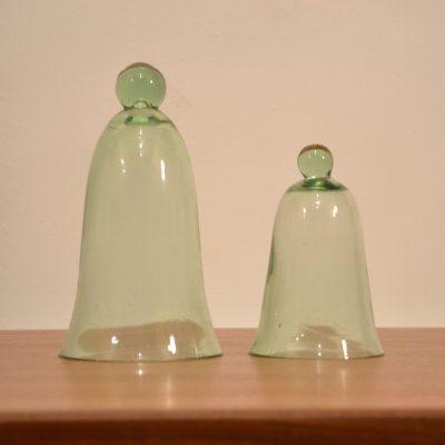Duo de cloches en verre vert