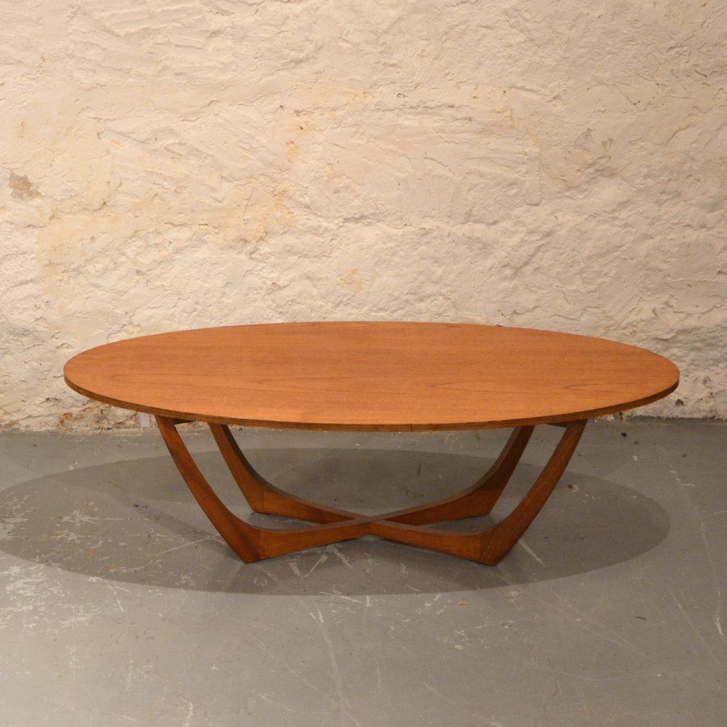 table basse scandinave ovale bindiesbindies. Black Bedroom Furniture Sets. Home Design Ideas