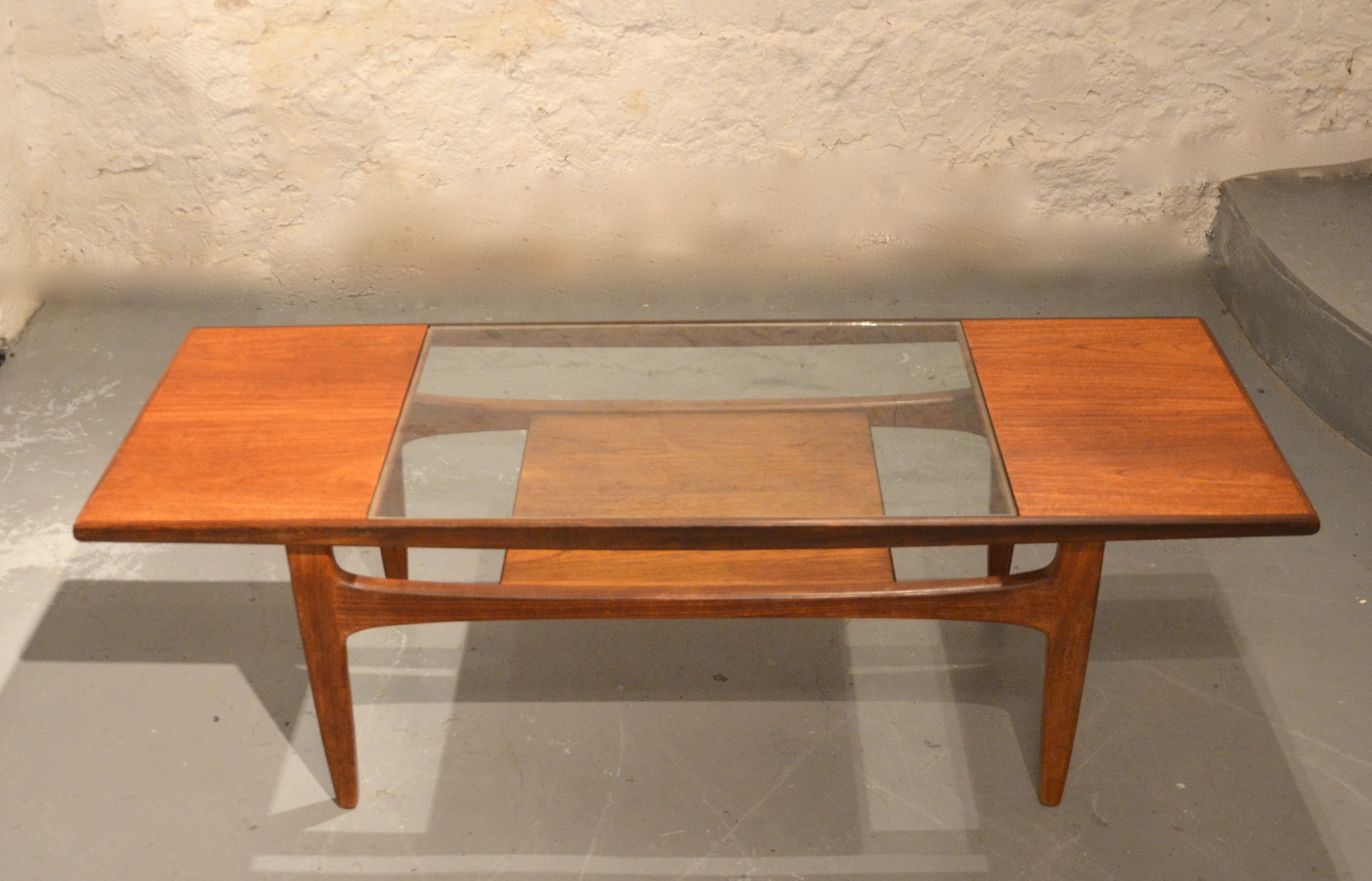 Table basse scandinave verre et teck bindies for Table scandinave verre