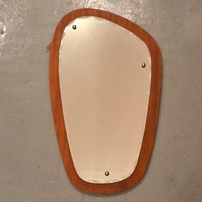 Petit miroir scandinave ciselé