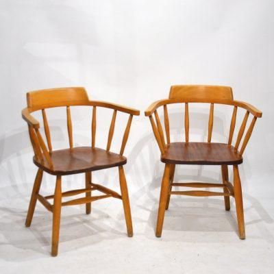 Deux chaises anglaises avec accoudoirs