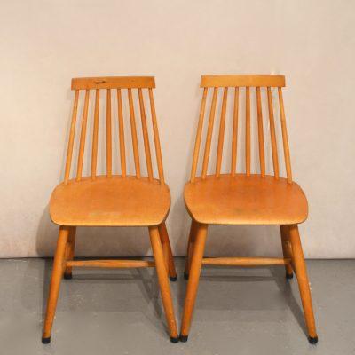 Paire de chaises scandinaves en bois blond
