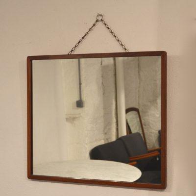 Miroir carré avec sa chaînette