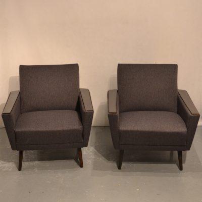 Paire de fauteuils cubiques (gris foncés)