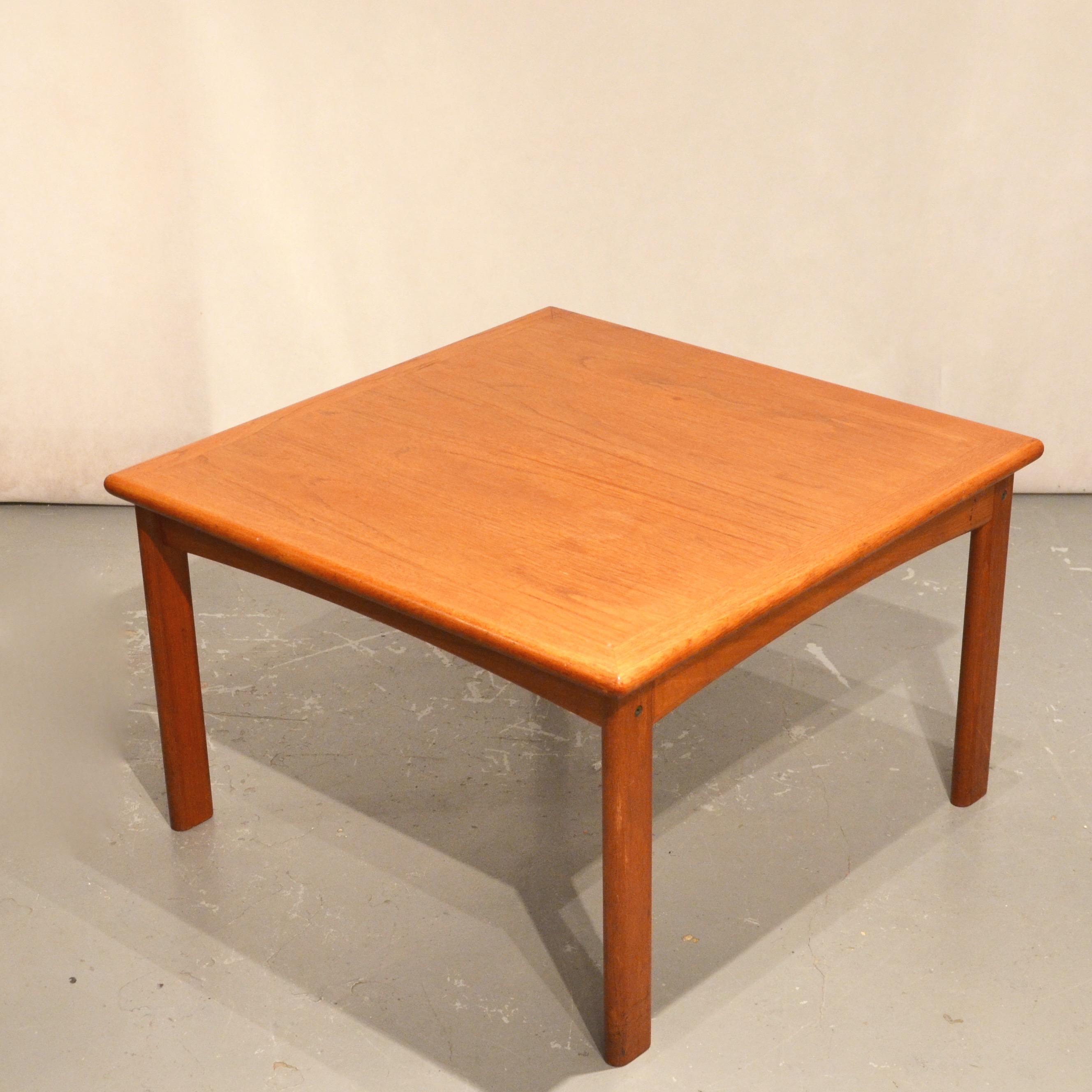 tables basses carr es en teck x 2 bindies. Black Bedroom Furniture Sets. Home Design Ideas