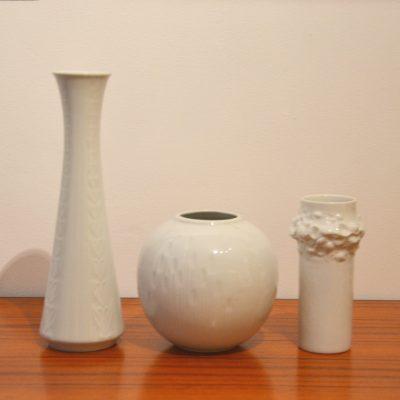 Trios de vases en porcelaine blanche