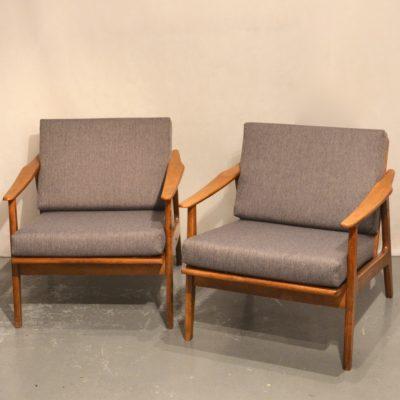 Paire de fauteuils scandinaves retpissés