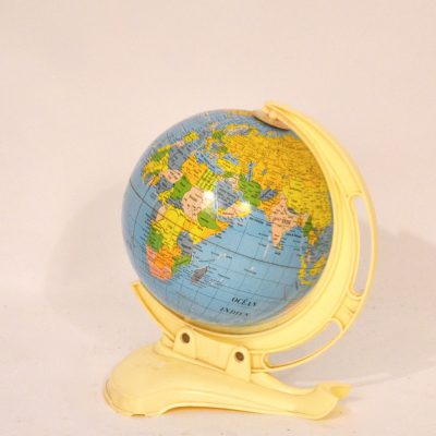 Globe terrestre années 60 en métal
