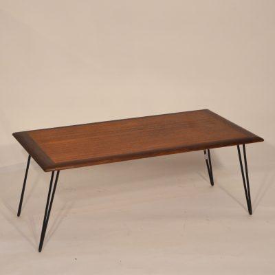 Table basse scandinave en teck et pieds métal