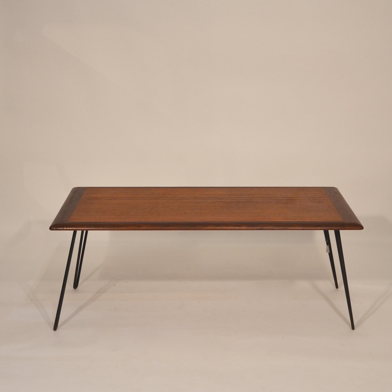 table basse scandinave en teck et pieds m tal bindiesbindies. Black Bedroom Furniture Sets. Home Design Ideas