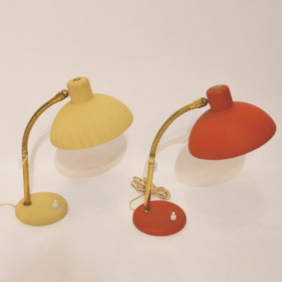 Lampes à poser jaune et rouge