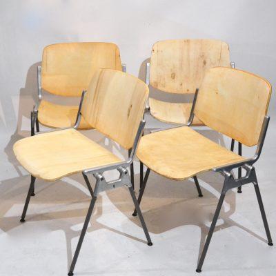 Série de 4 chaises Castelli bois ciré