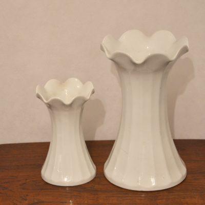Duo de vases en porcelaine blanche