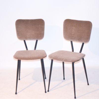 Paire de chaises années 60 retapissées velours taupe