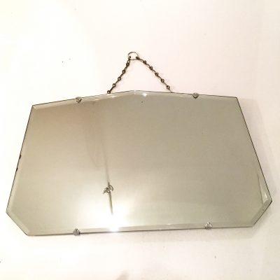 Petit miroir biseauté avec sa chaîne