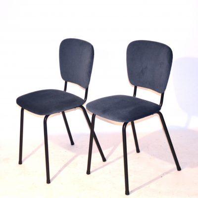 Paire de chaises années 60 retapissées velours bleu gris