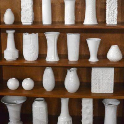 Petits vases en porcelaine blanche