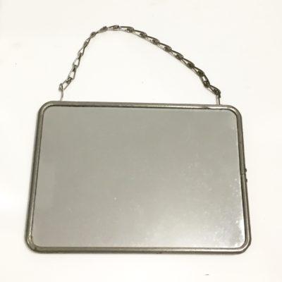 Mini miroir à chaînette