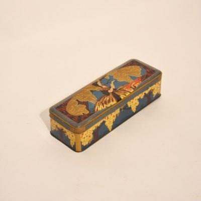 Boîte ancienne en métal
