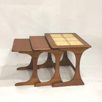 Série de tables gigognes céramique