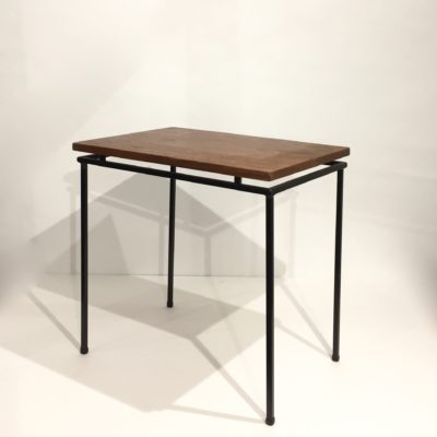 Table d'appoint moderniste