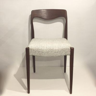 Paire de chaises en teck retapissées