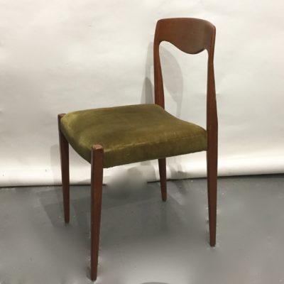 Chaise teck et velours vert