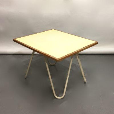 Petite table basse années 60